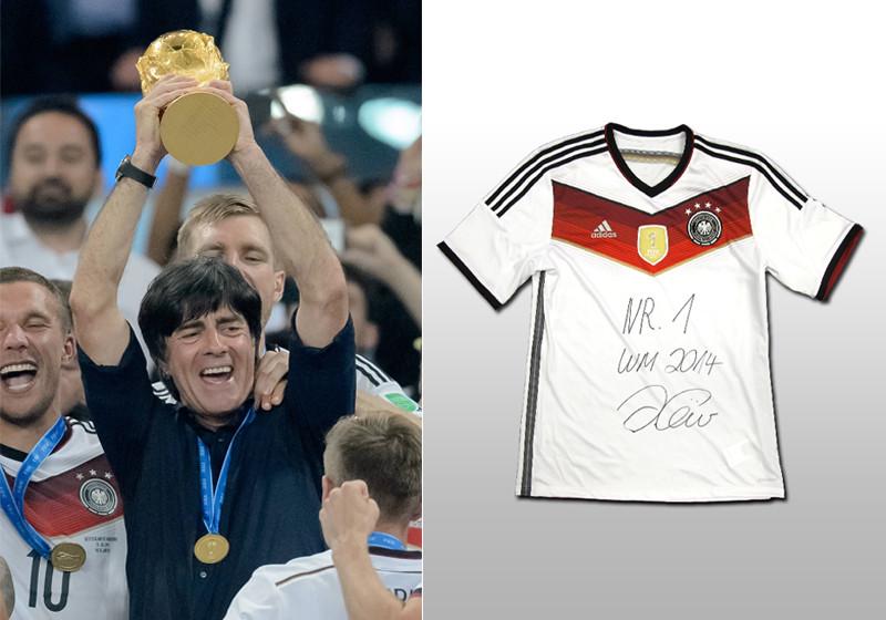 Rarität: Das erste von Jogi Löw signierte 4 Sterne DFB Trikot