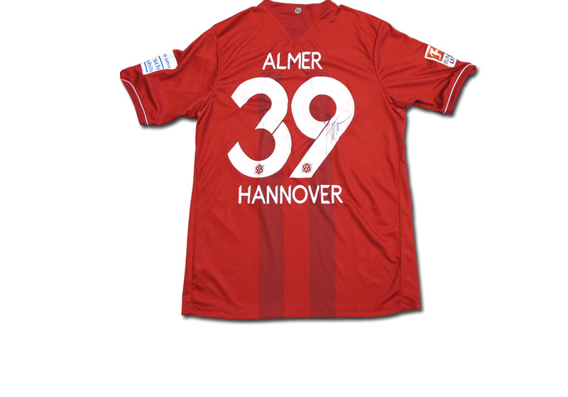 getragenes und signiertes hannover 96 trikot von robert almer. Black Bedroom Furniture Sets. Home Design Ideas
