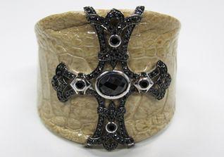 Armreif mit Kreuz