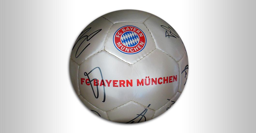 Ball des FC Bayern