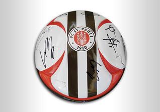 Ball des FC St. Pauli