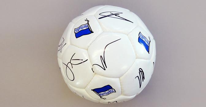 Ball Hertha BSC signiert