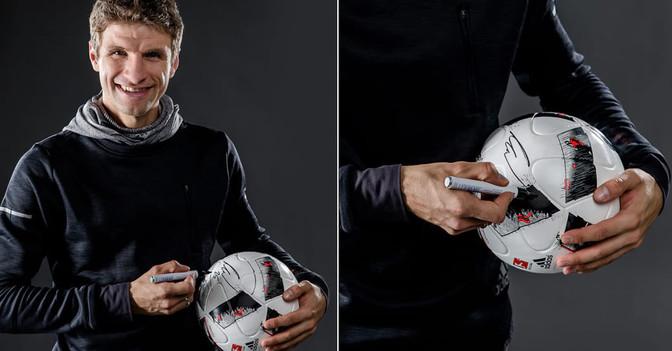 Ball von Müller signiert