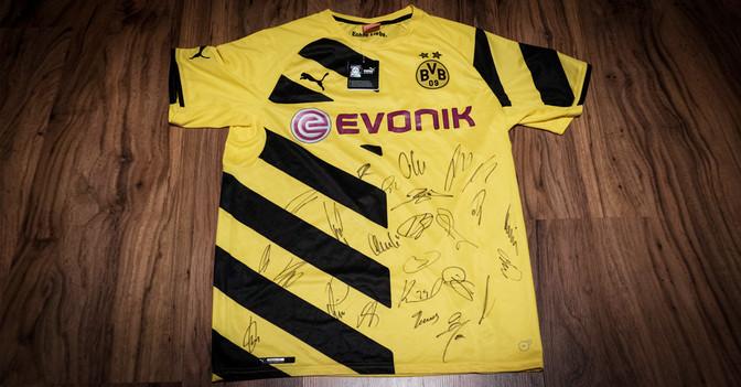BVB Pokaltrikot signiert