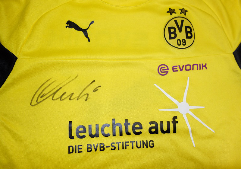 zu weihnachten einmaliges bvb sondershirt signiert von bender. Black Bedroom Furniture Sets. Home Design Ideas