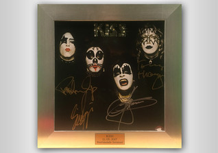 Debut Album KISS signed
