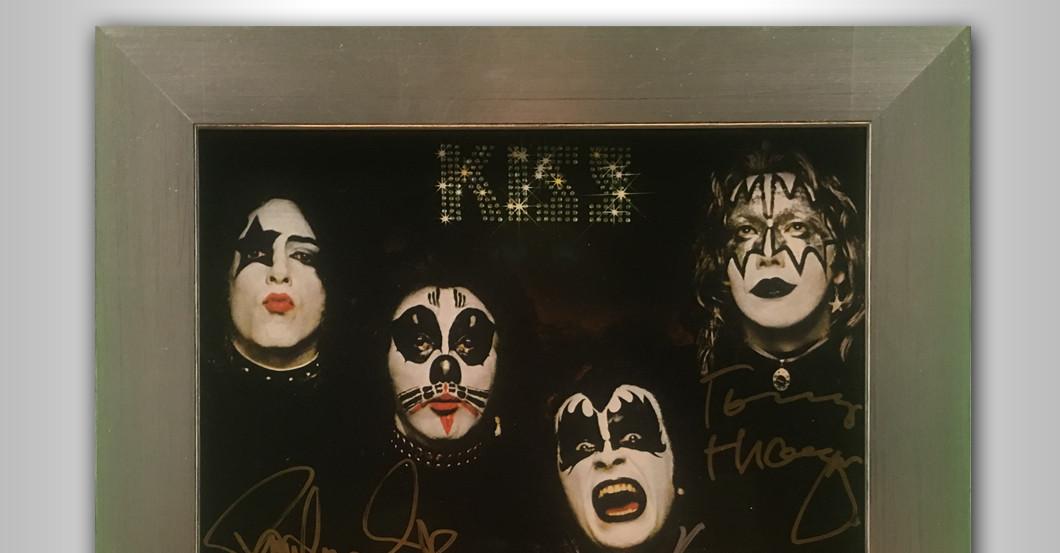 Debütalbum KISS signiert