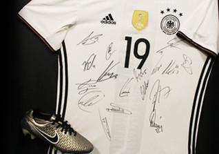 DFB Trikot teamsigniert