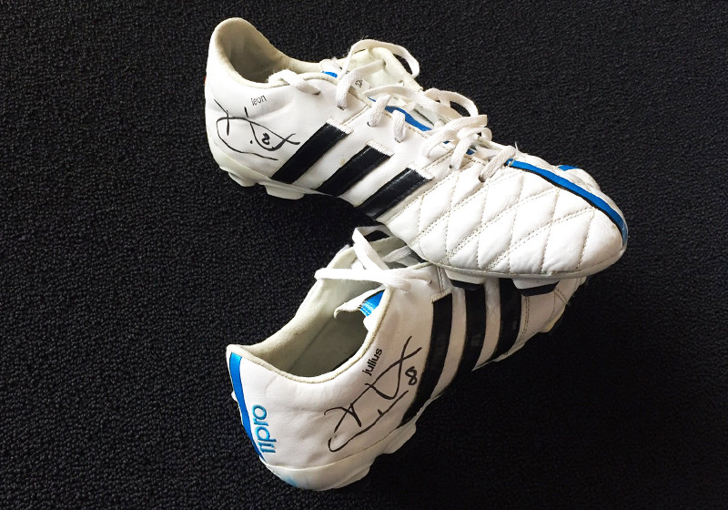 Von Tony Kroos: Original getragene und signierte Schuhe