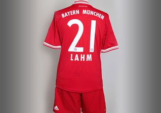 FC Bayern Outfit Lahm