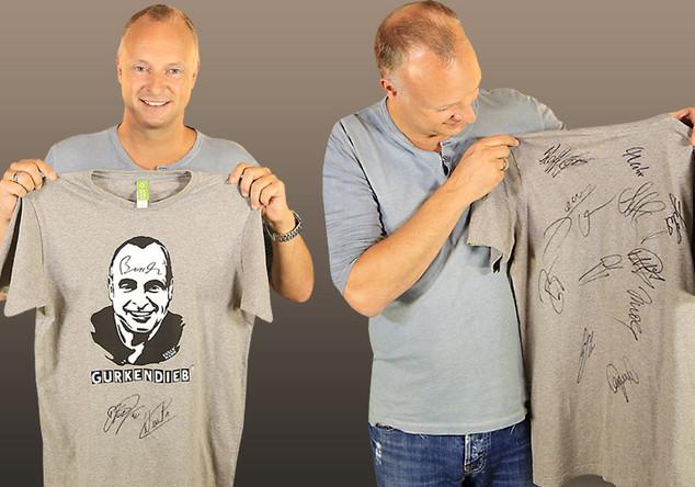 Frank Buschmanns signiertes Shirt von Nowitzkis Charity-Spiel