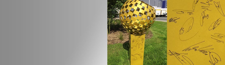 Goldener Ball signiert