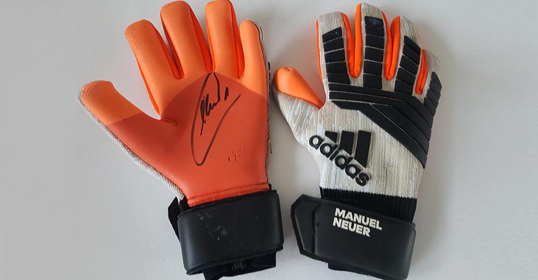 Manuel Neuer Trennt Sich Von Seinen Getragenen Handschuhen