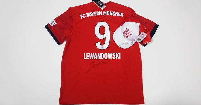 new product 57b2e 533b7 robert lewandowski / United Charity - Auktionen für Kinder ...
