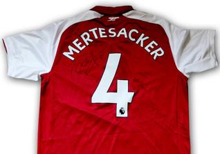 Mertesacker Trikot