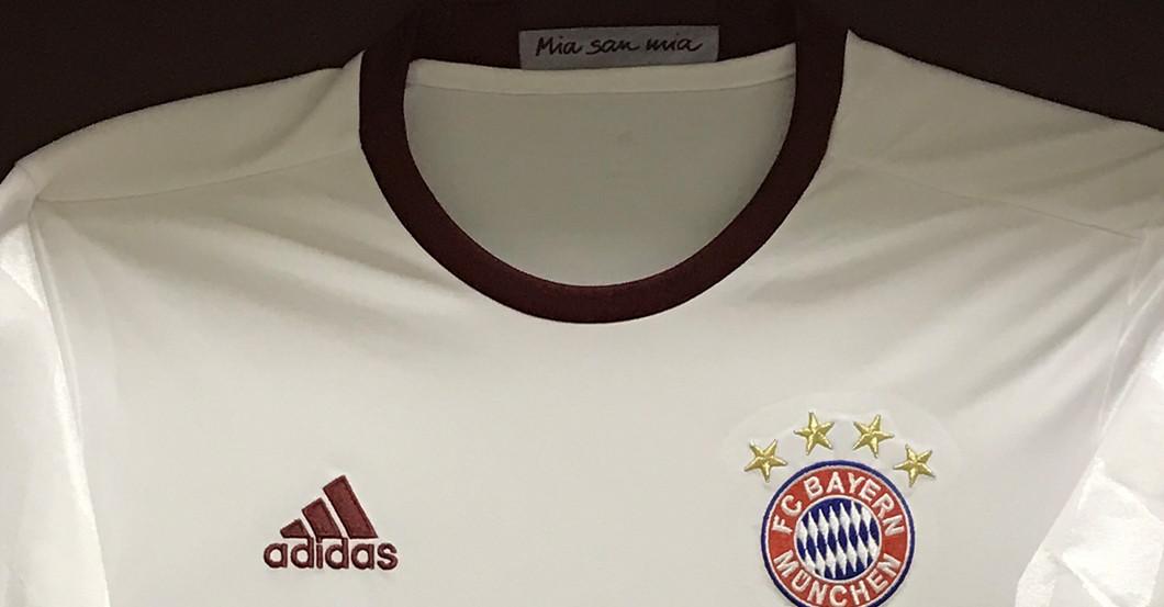 Thomas Müller Schuhe & Champions League-Trikot – gerahmt