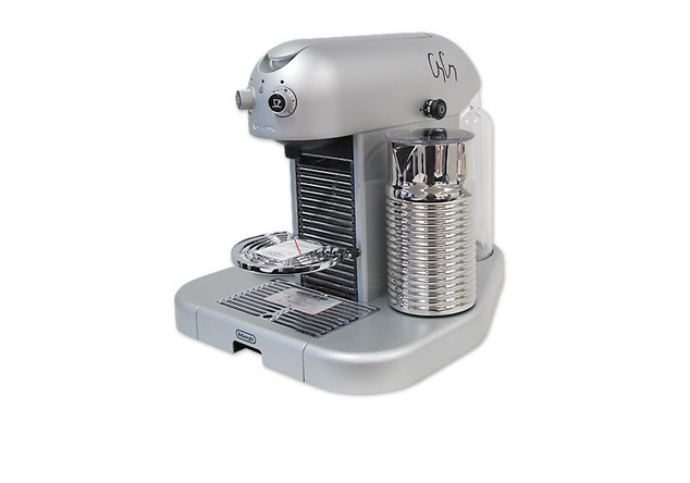 Nespresso-Kapselmaschine von De Longhi signiert von George Clooney