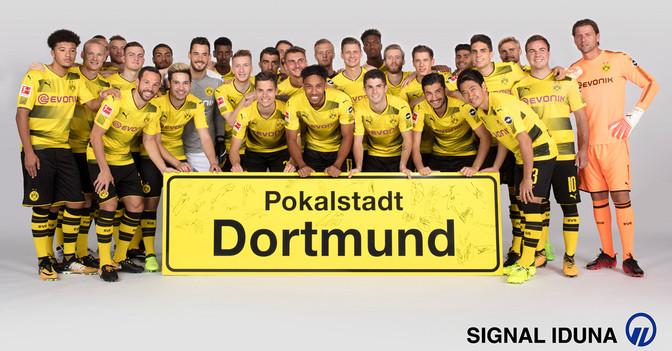 Pokalschild BVB signiert