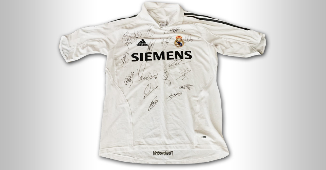 Real madrid trikot aus 2005 06 mit star signaturen for Unique home stays jersey