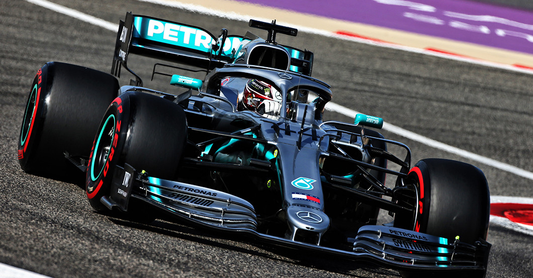 premium selection 98c0a a2a5d Einmalig: Lewis Hamilton stiftet seine getragenen Formel 1 ...