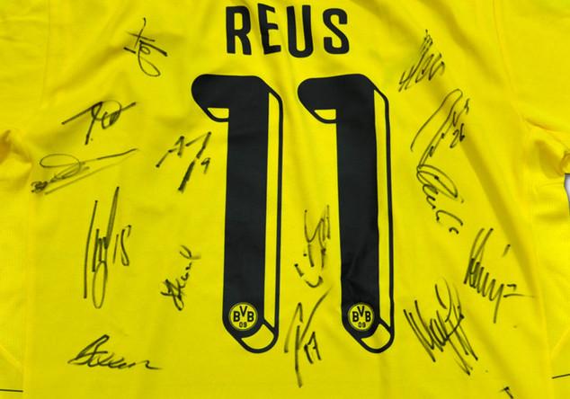 Reus BVB-Trikot signiert