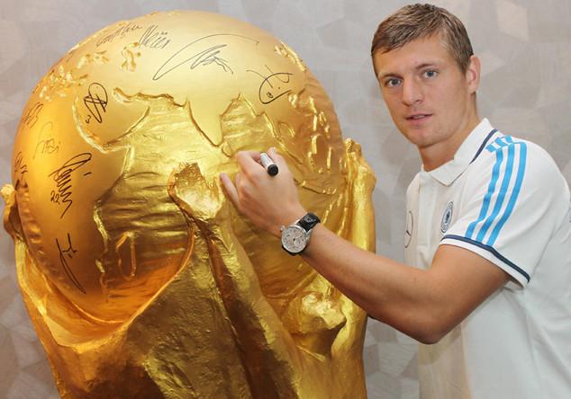 Riesen-WM-Pokal