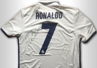 Ronaldos Trikot signiert