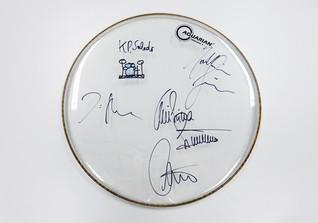 Schlagzeugfell signiert
