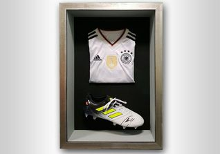 Shoe and Jersey Neuer