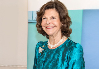 Shakehands Queen Silvia