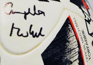 Signierter Ball Kanzlerin