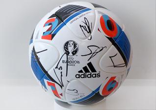 Signierter EM Spielball