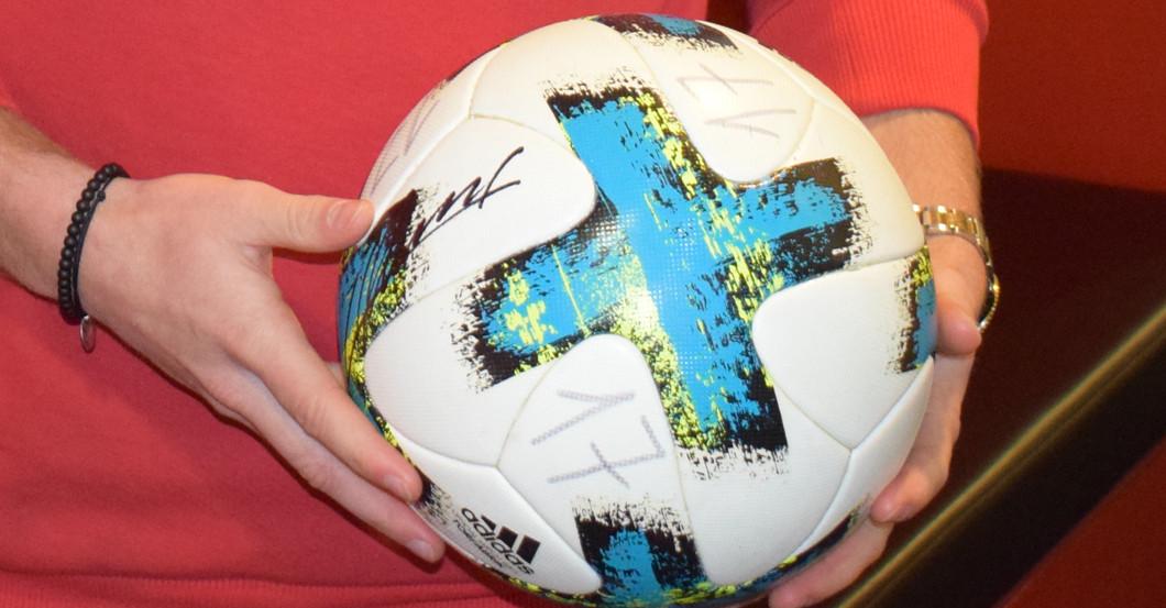 Spielball Köln signiert