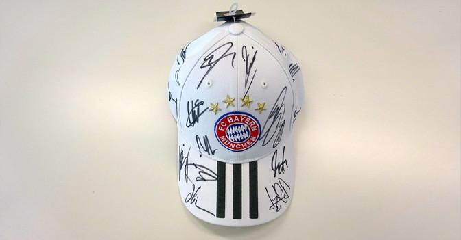 Teamsignierte FCB Cap