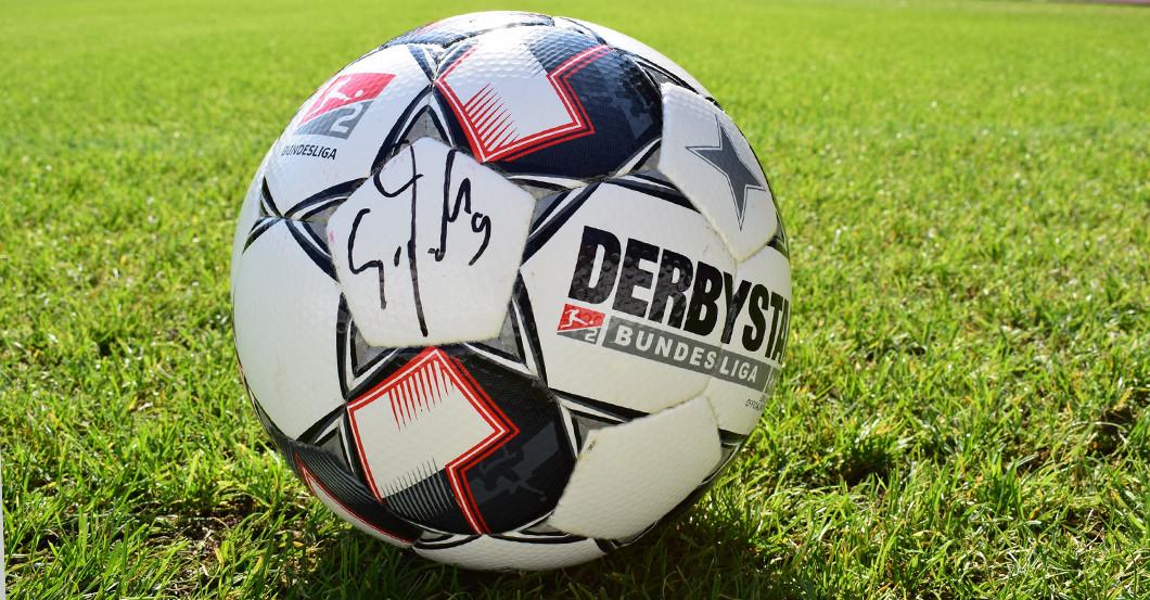 Teroddes signierter Ball