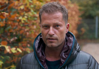 Til Schweiger as a Waiter