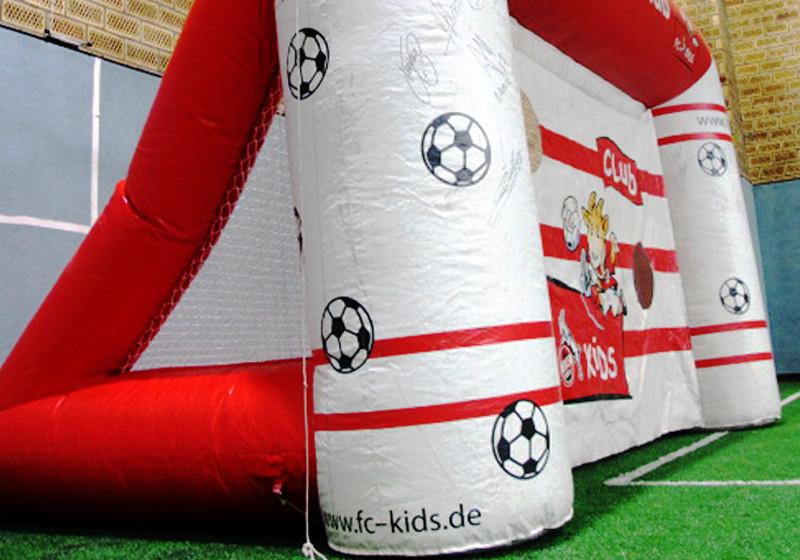 Torwand FC Köln signiert