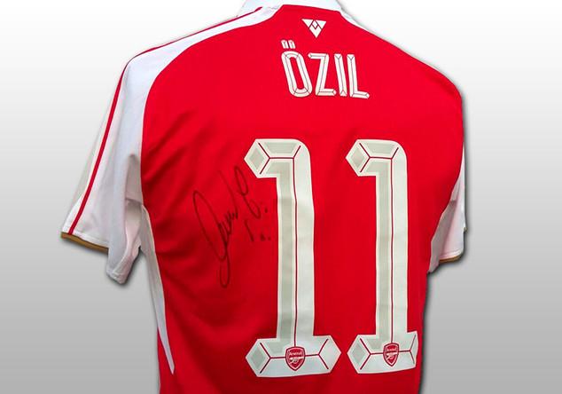 Trikot Mesut Özil
