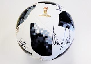 WM Ball signiert