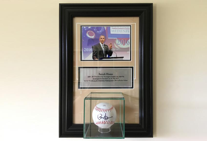 Barack Obamas signierter Baseball bekommt Ehrenplatz