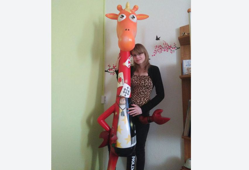 """Ehrlich Brothers"" Fan wins their painted Giraffe by Auction"