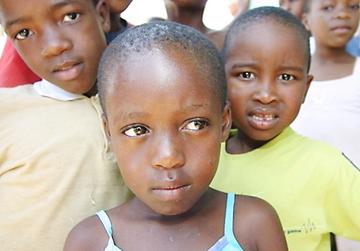 Das Projekt sichert eine medizinische Versorgung und klärt über HIV/AIDS auf