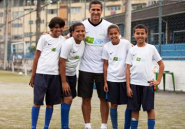Bola Pra Frente Rio de Janeiro - Eines der größten sportlichen Kinderhilfsprojekte in Rio de Janeiro