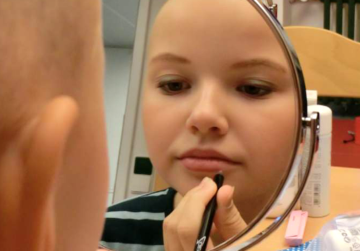 Kostenfreie Kosmetikseminare für krebskranke Mädchen und junge Frauen