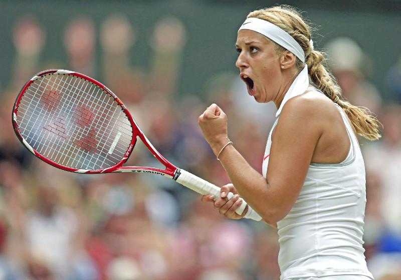 Sabine Lisicki mit ihrem Tennis-Schläger im Wimbledon-Stadion