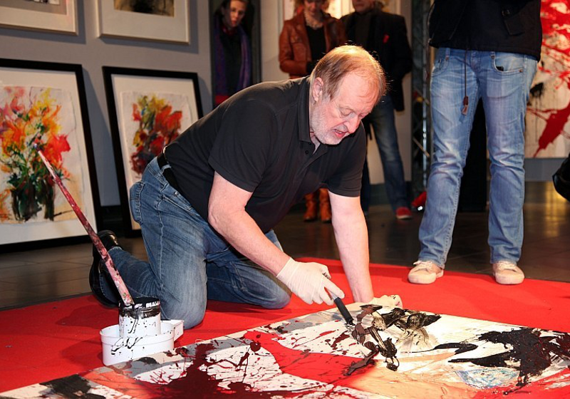 Cornelius Richter beim Live-Painting im Frankfurter Hauptbahnhof