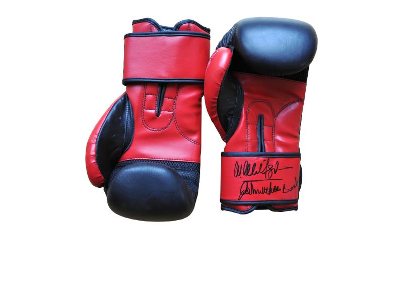 Dazu erhalten Sie original Boxhandschuhe von Wladimir Klitschko