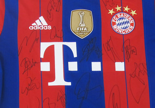 FC Bayern Trikot signiert