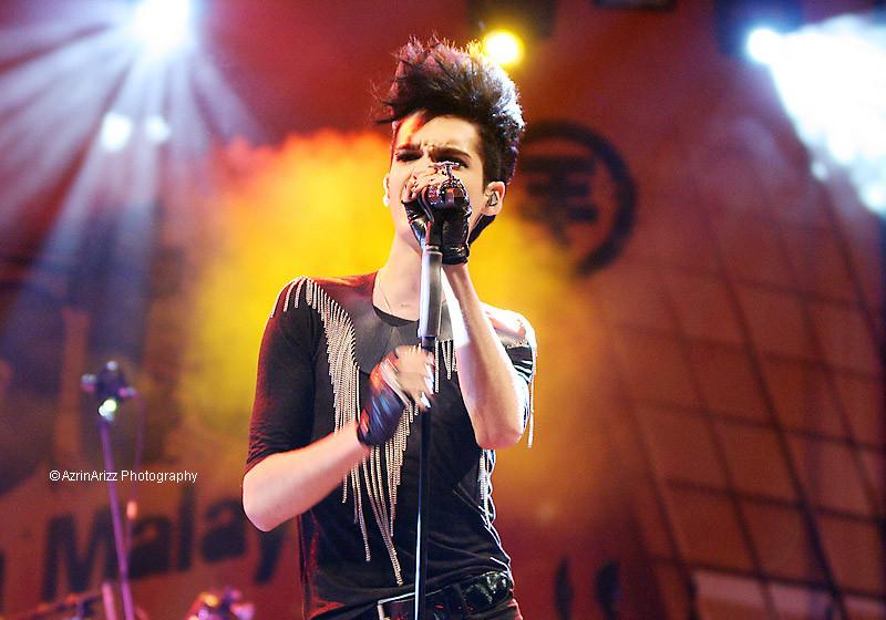Der Tokio Hotel-Frontmann trug das Stück während eines Konzertes in Malaysia