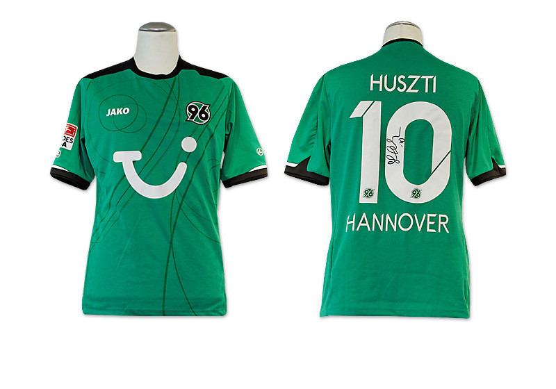 das trikot von hannover 96 signiert von szabolcs huszti. Black Bedroom Furniture Sets. Home Design Ideas